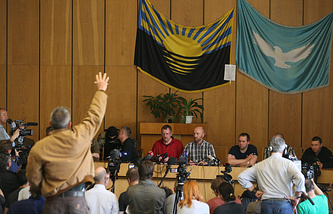 Press conference given by the detained OSCE military observers