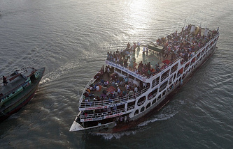 Ferry in Bangladesh (archive)