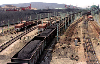 Railway cars loaded with coal in Russia's Far East (archive)