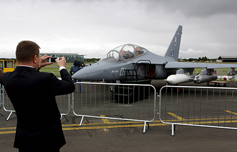 Russian Yak-130 at the Farnborough Airshow in 2012 (archive)