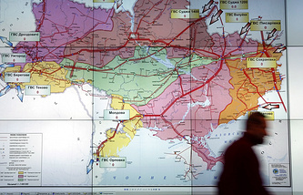An operator passes a map of Ukrainian gas transportation system