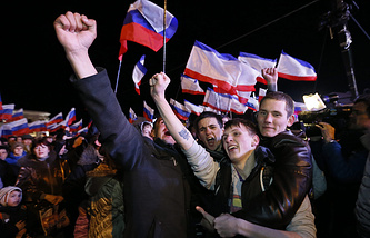 People on Lenin Square after the end of a referendum in Simferopol, Crimea, Ukraine, 16 March 2014