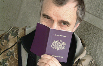 A man holds a special document of a non-citizen that exists only in Latvia (archive)