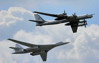 Tupolev Tu-160 (left) and Tu-95 (right)