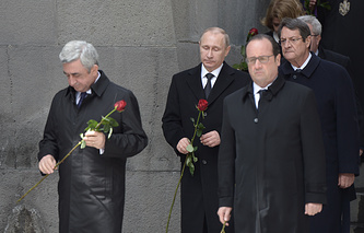 Armenia's president Serzh Sargsyan, Russia's president Vladimir Putin, France's president Francois Hollande and president of Cyprus Nicos Anastasiades during a flower laying ceremony at the Armenian Genocide memorial complex