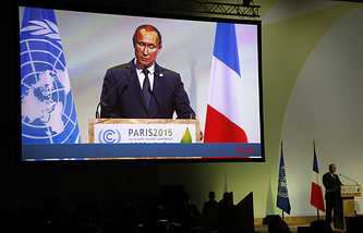 Vladimir Putin addresses world leaders at the COP21, United Nations Climate Change Conference