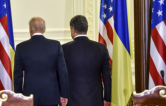 US Vice President Joe Biden (L) and Ukrainian President Petro Poroshenko seen after a joint press conference following their meeting (archive)