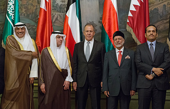 Russian Foreign Minister Sergey Lavrov with his counterparts from Kuwait, Saudi Arabia, Oman and Qatar