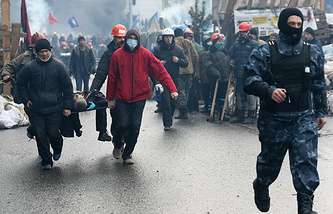 Opposition protesters and Ukrainian police in central Kiev, February, 2014