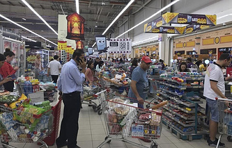 Shoppers stock up on supplies at a supermarket in Doha, Qatar