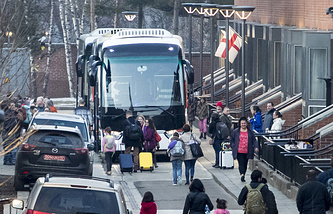 Buses wait to carry expelled diplomats to leave the US Embassy in Moscow
