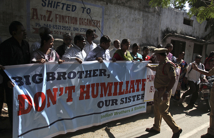 Group of Indians protesting against the arrest of Devyani Khobragade outside the US consulate in Hyderabad, India