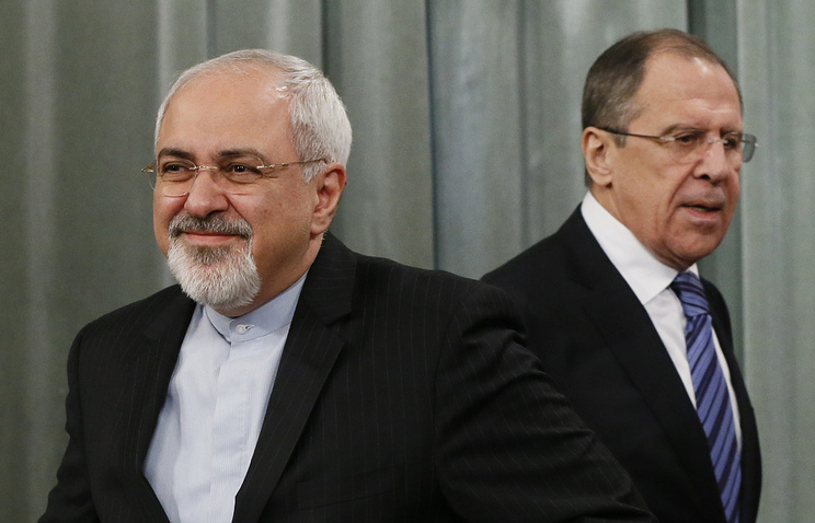 Russian Foreign Minister Sergey Lavrov (R) and his Iranian counterpart Mohammad Javad Zarif (L)