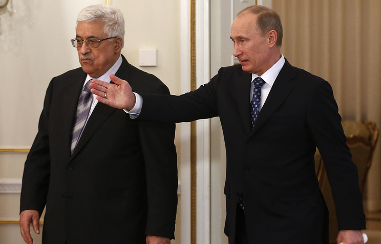 Russian President Vladimir Putin, right, and Palestinian President Mahmoud Abbas