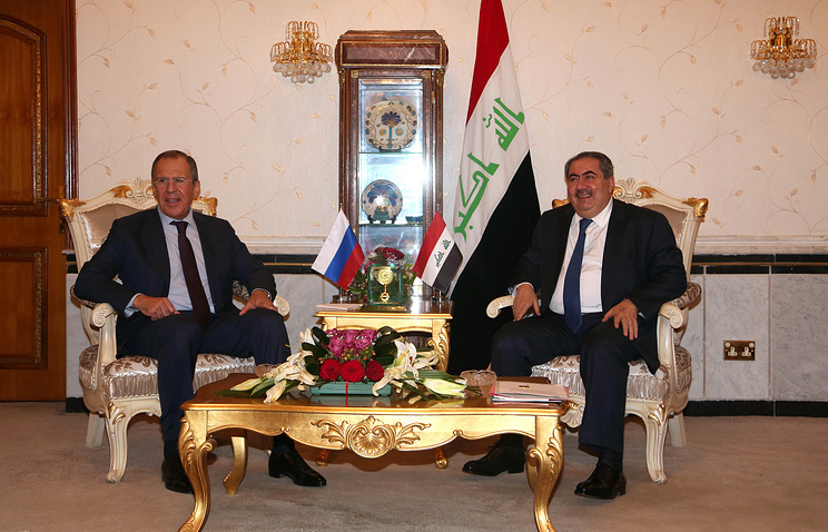 Iraqi Foreign Minister Hoshiyar Zebari (R) and Russian Foreign Minister Sergei Lavrov (L)