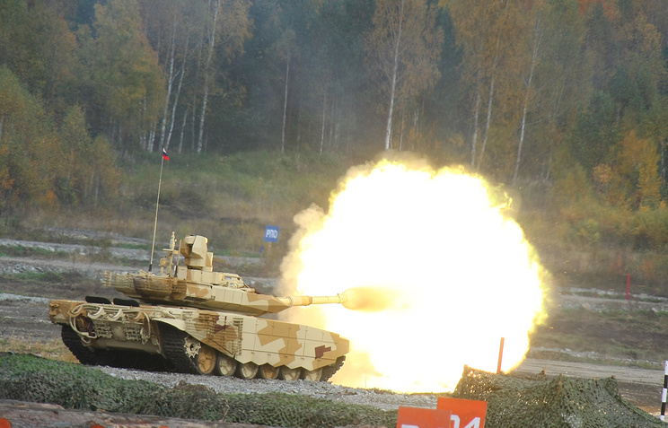 Russian T90MS tank firing at a range during Russia Arms EXPO in 2013