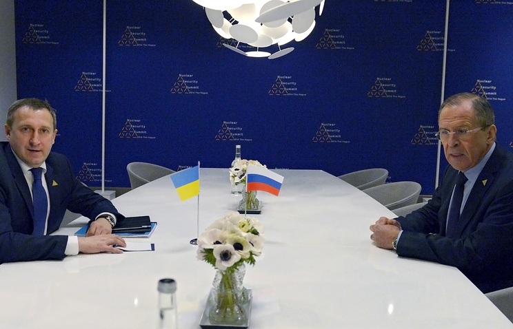 Russia's Foreign Minister Sergei Lavrov, right, meets with Ukrainian Foreign Minister Andrii Deshchytsia
