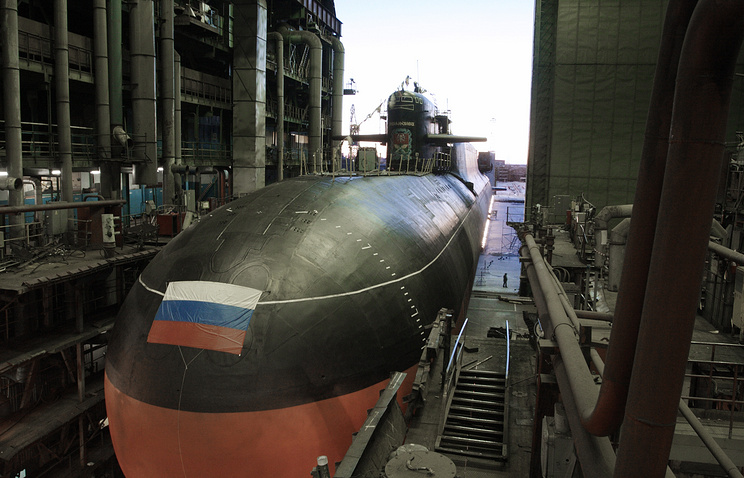 A nuclear submarine at the Zvyozdochka ship repair centre (archive)