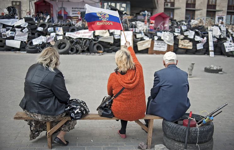 Protestors attend their rally near of a barricade in front of the occupied regional administration building in Donetsk
