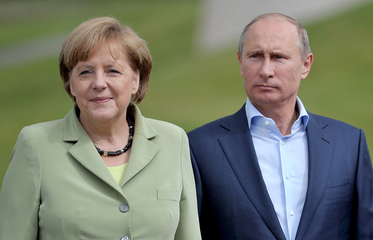 Vladimir Putin and Angela Merkel (archive)