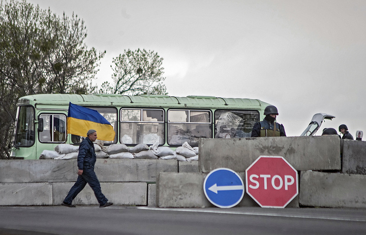Ukrainian soldiers stand guard on their checkpoint in eastern Ukraine