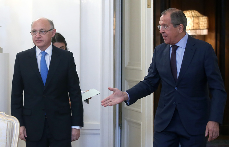 Russia's Foreign Minister Sergei Lavrov (right) and Argentina's Foreign Minister Hector Timerman