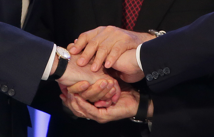 A handshake of Vladimir Putin, Alexander Likashenko and Nursultan Nazarbayev after signing the agreement on setting up the Eurasian Economic Union