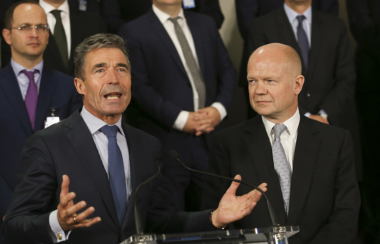 NATO Secretary and General Anders Fogh Rasmussen (L) and British Foreign Secretary William Hague (R) presents the NATO Wales Summit, during the NATO Foreign ministers council in Brussels, Belgium