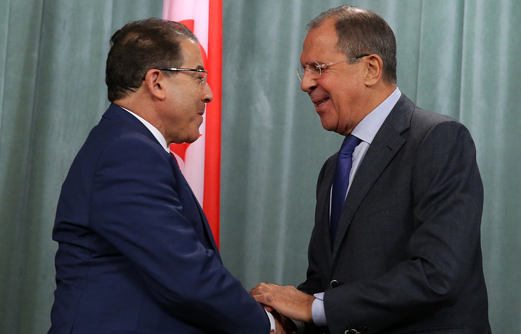 Tunisian Foreign Minister Mongi Hamdi (L) and Russian Foreign Minister Sergei Lavrov