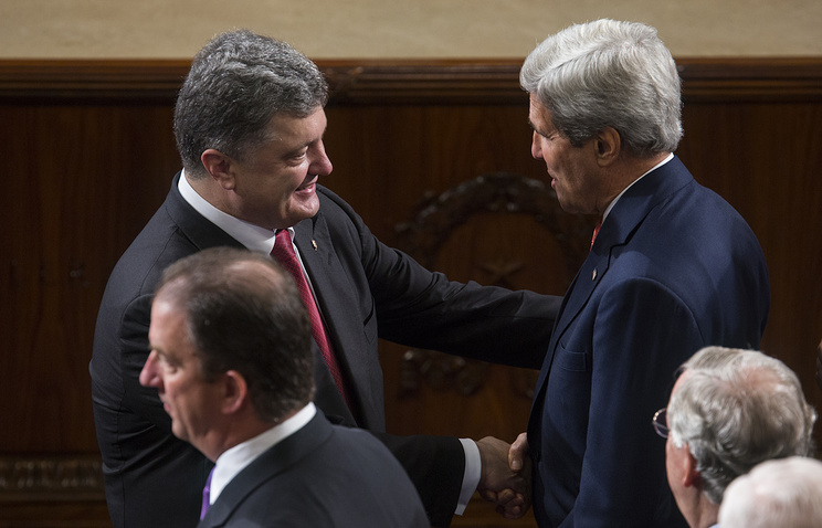 Ukrainian President Petro Poroshenko and US Secretary of State John Kerry