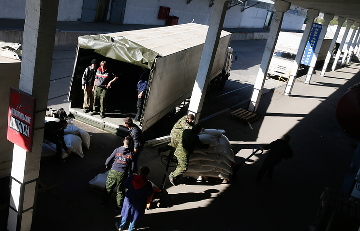Russian relief aid unloaded in Donetsk