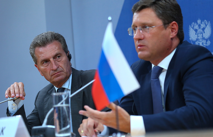 Russian Energy Minister Alexander Novak (right) and European Commissioner for Energy Guenther Oettinger (left)