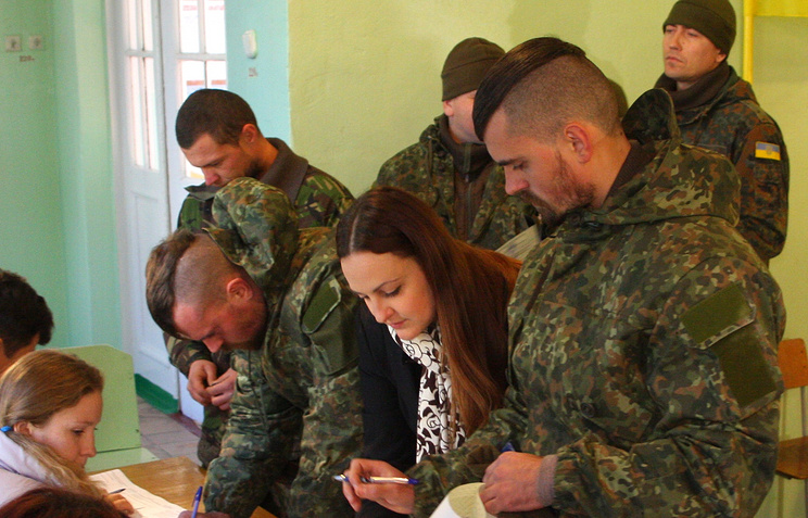 Soldiers vote at the parliament election