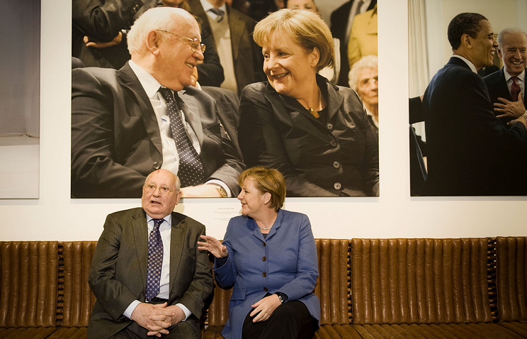 Mikhail Gorbachev and Angela Merkel (archive)