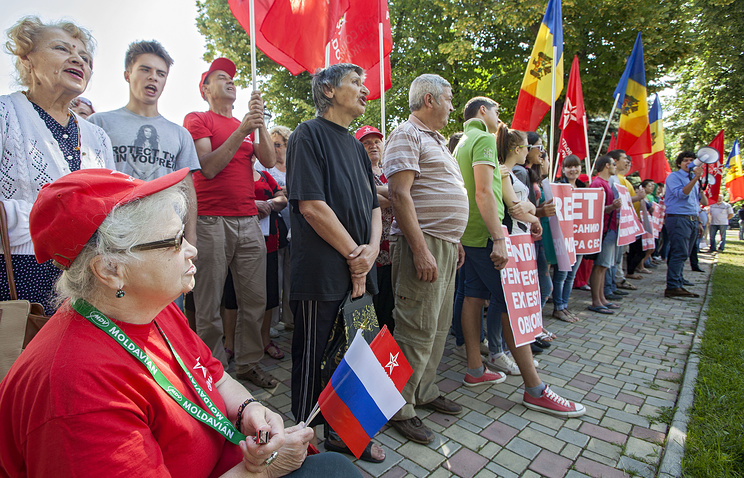 Protest against the Association Agreement between Moldova and EU in front of the US Embassy in Chisinau in June 2014