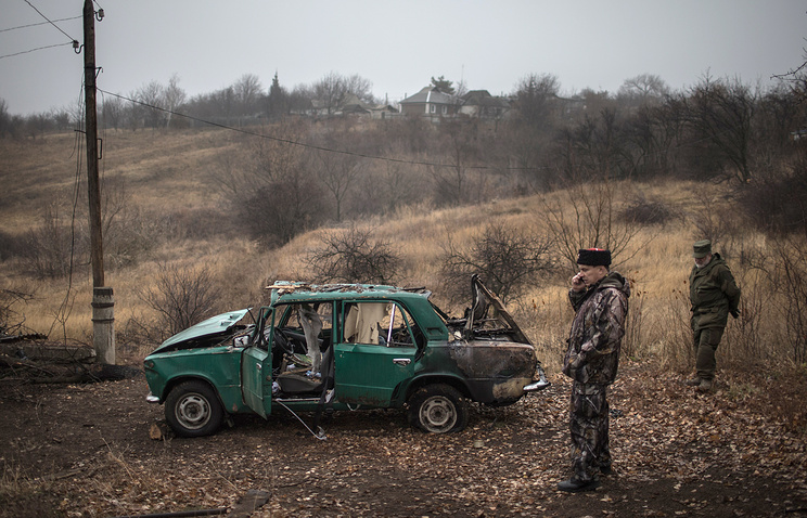 Local militia men in Luhansk region