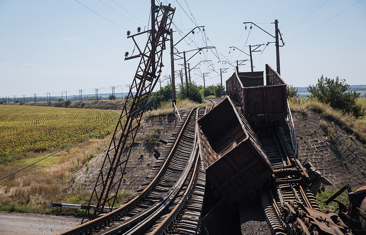 A destroyed railway in eastern Ukraine (archive)