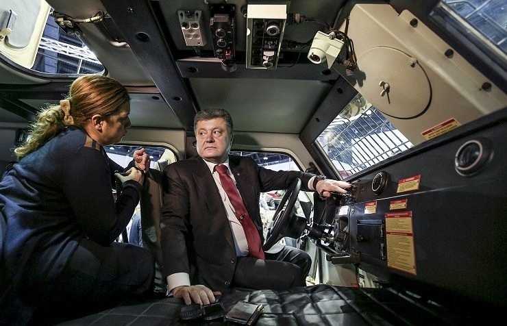 Petro Poroshenko (right)