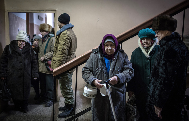 Local residents in the city of Alchevsk, Luhansk region