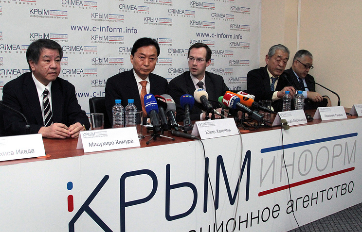 Yukio Hatoyama (second from left) during a press conference in Crimea