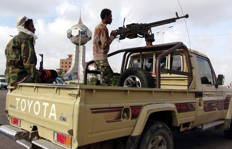 Members of a southern tribal militia loyal to Yemen's President Abd Rabbuh Mansour Hadi