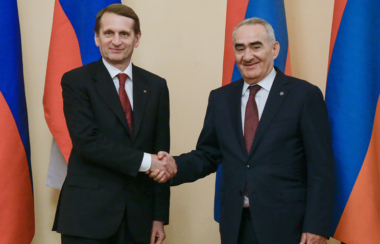 Russian State Duma Speaker Sergey Naryshkin (left), Speaker of Armenia's parliament Galust Saakyan (right)