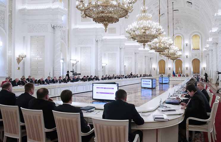 Meeting of the State Council discussing the future of small and medium businesses