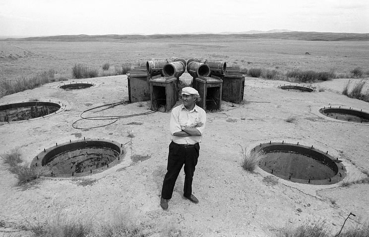 A man stands at a site of nuclear tests in Kazakhstan (archive)