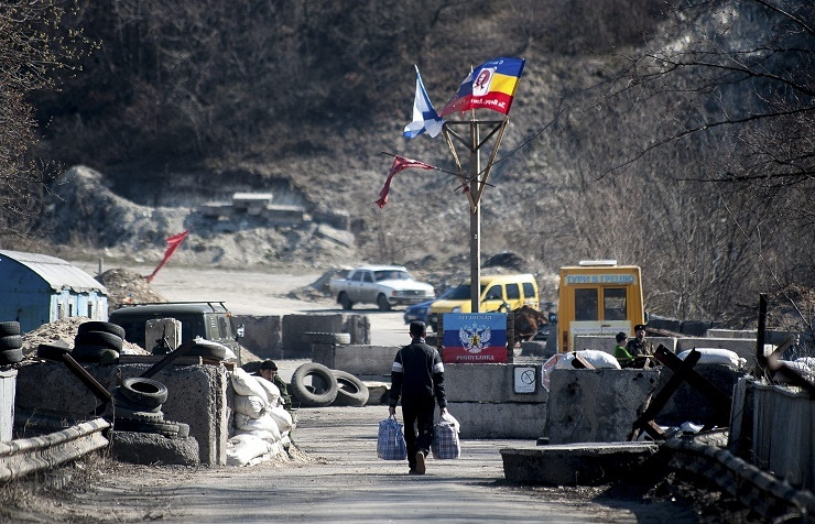 A militia checkpoint in the Luhansk Region (archive)