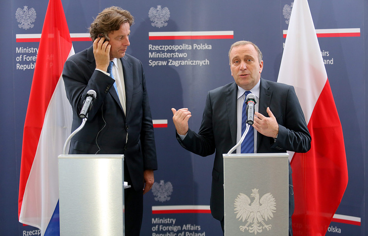 Dutch Foreign Minister Bert Koenders and Polish Foreign Minister Grzegorz Schetyna