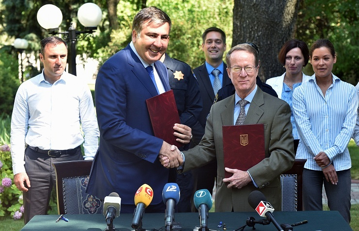 Odessa region Governor Mikheil Saakashvili (left) and US Assistant Secretary of State William Brownfield (right)