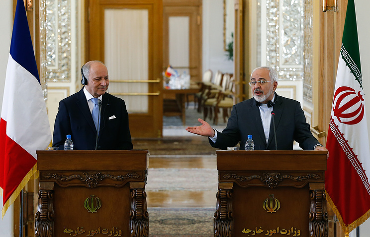 French Foreign Minister Laurent Fabius and Iranian Foreign Minister Javad Zarif