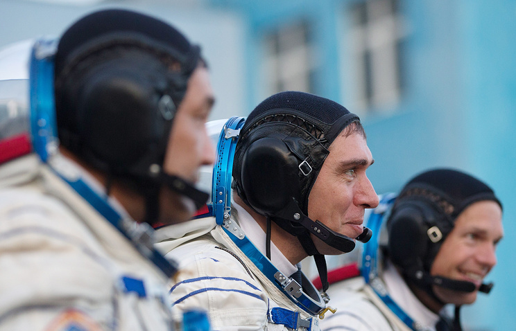 Russian cosmonaut Sergey Volkov (center)