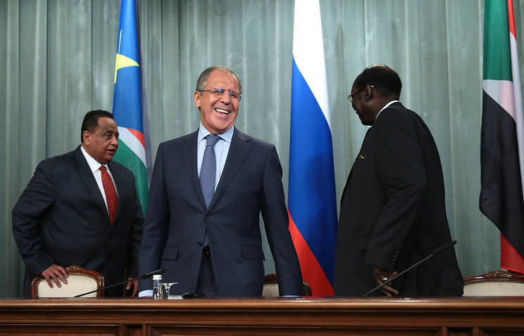 South Sudan's Foreign Minister Barnaba Benjamin, Russia's Foreign Minister Sergei Lavrov, and Sudan's Foreign Minister Ibrahim Ghandour